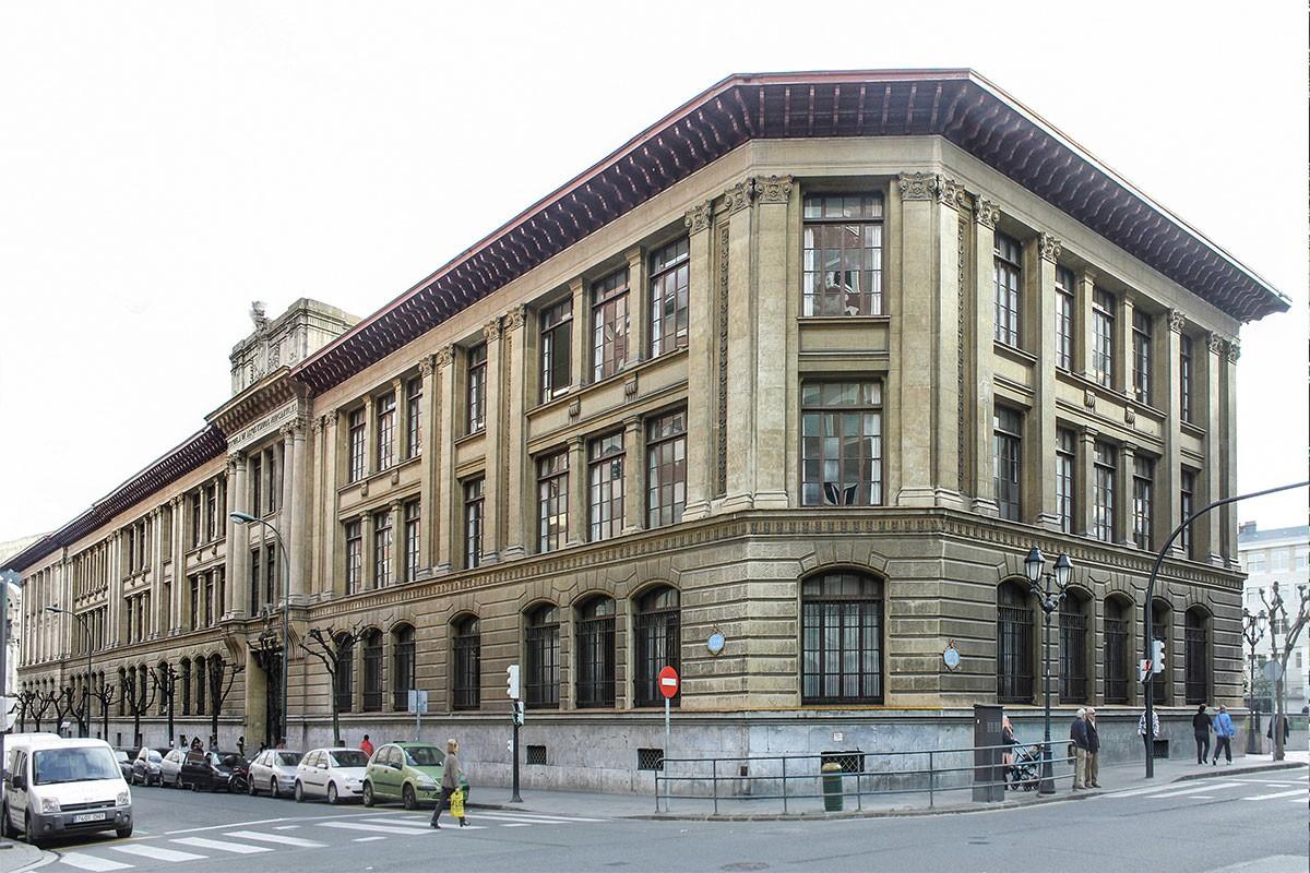 Instituto y escuela de comercio arquitectura bilbao for Mapa facultad de arquitectura